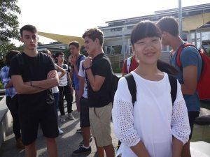 アキノさん学校キャンパスにて
